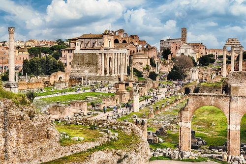 Photo  Scenic view over the ruins of the Roman Forum, Italy