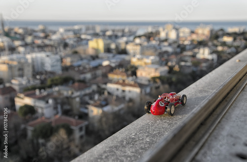 Foto  Model of famous historical car from the window of a skyscraper