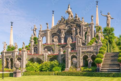 """Isolabella"" garden and baroque statues Canvas Print"