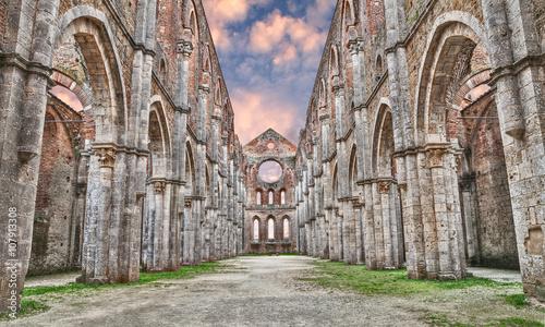 Średniowieczne opactwo San Galgano w Siena, Toskania, Włochy