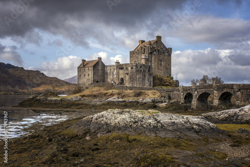 Fotografia, Obraz Moody Sky behind Eilean Donnnan Castle