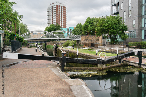 Foto op Canvas Kanaal Regent's Canal, north of Paddington Basin. London, England.