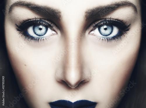 Valokuva  Faccia simmetrica