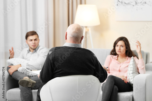 Fotografija  Young couple with problem on reception for family psychologist