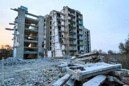 Foto op Aluminium Rudnes ruines on house
