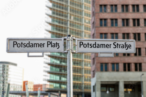 Fotografie, Obraz  Strassenschilder am Potsdamer Platz in Berlin