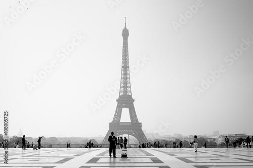 Fotobehang Eiffeltoren Early morning light at the Eiffel Tower in Paris - France