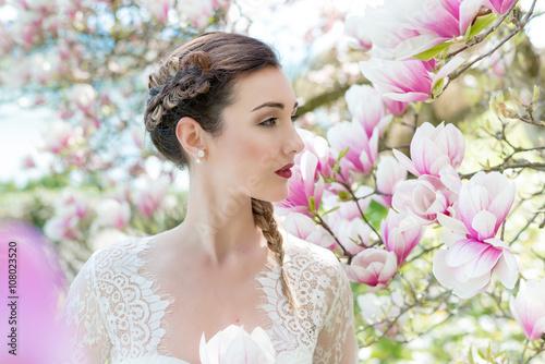 Natürliches romantisches Braut Make-up und Styling - Blumen -Blüten Plakat