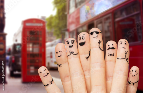 Poster Londres bus rouge close up of hands and fingers with smiley faces