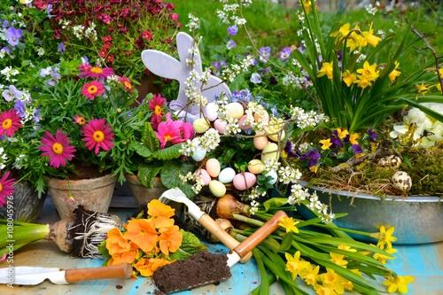 Fruhling Gartendekoration Osterdekoration Im Garten Blumen