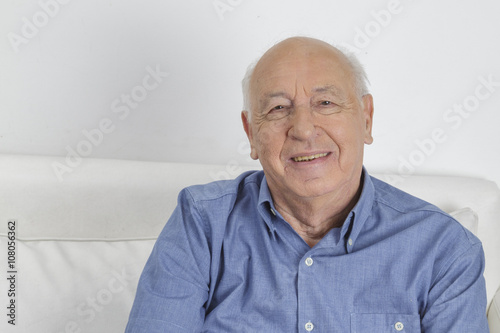 obraz dibond Smiling Grandfather