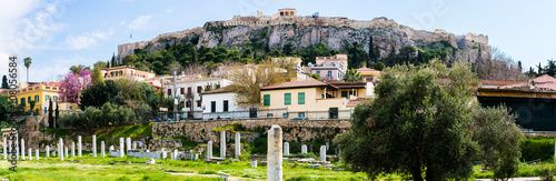 Photo Panoramic view of Acropolis from the Ancient Agora of Athens
