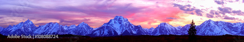 Foto auf Leinwand Gebirge A Row or Mountains - Grand Teton Panorama