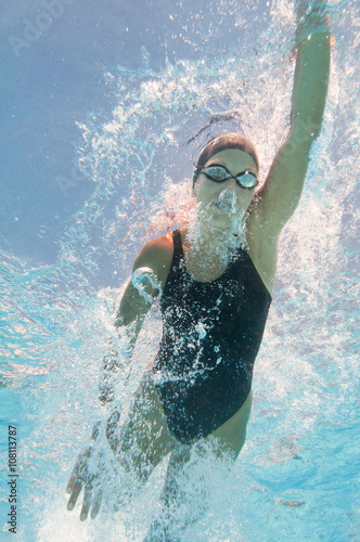 Photo  Water sports. Underwater image of competitive swimmer