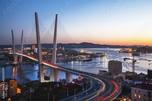 Photo sur Aluminium Pont Panorama of Vladivostok at sunset, Far East Russia. Golden bridge.