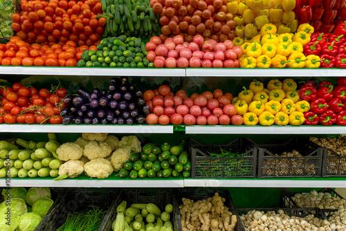 Fotografía  Vegetables on shelf in supermarket
