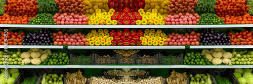 Pinturas sobre lienzo  Vegetables on shelf in supermarket