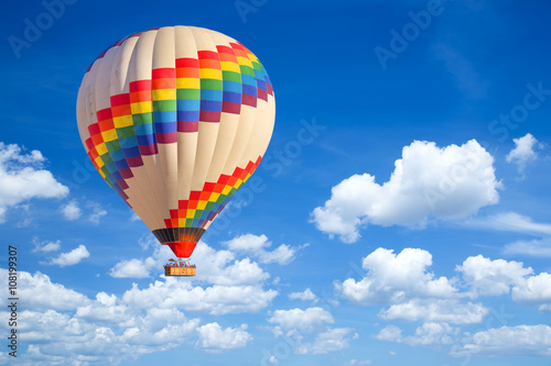 Foto op Plexiglas Ballon Hot-air balloon and blue sky.