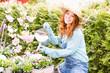 canvas print picture - Frau bei der Gartenarbeit