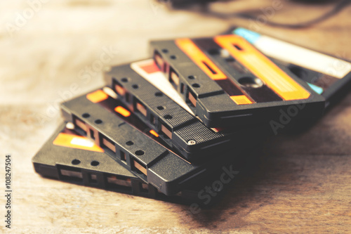 Fototapeta kasety na drewnianym stole