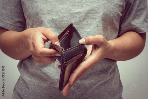 Fotografía  An empty wallet with filter effect retro vintage style