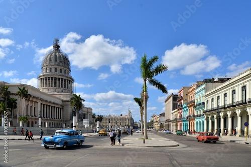 fototapeta na ścianę Vintage cars near the Capitol, Havana. Cuba.