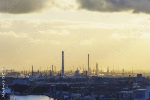 Cadres-photo bureau Berlin Industrial zone at sunset