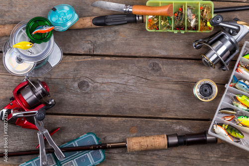 Poster Vissen fishing tackles and baits on wooden board