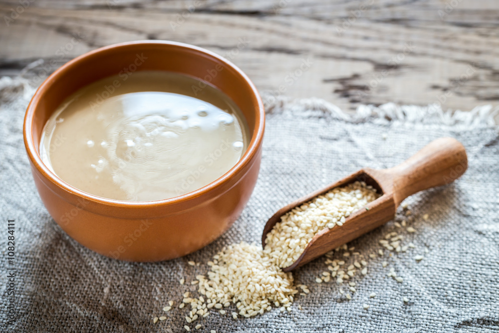 Fototapety, obrazy: Bowl of tahini with sesame seeds