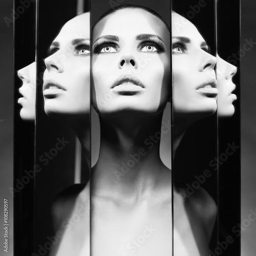 Fotografía Woman and mirrors