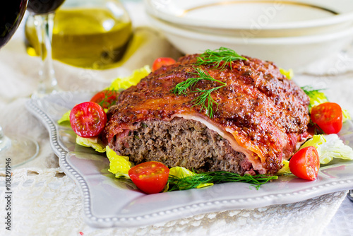 Photo  Beef meatloaf with bacon and mustard crust