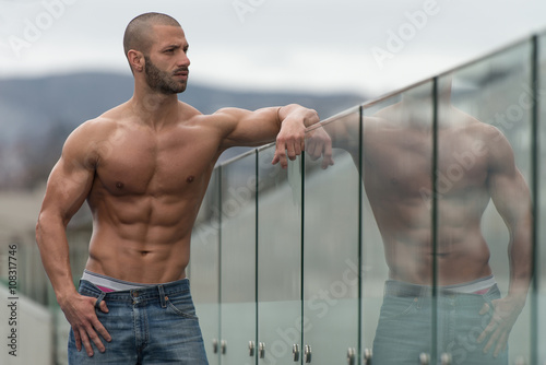 obraz dibond Portrait Of A Man Posing Outdoors