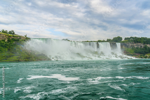 Fototapeten Wasserfalle Niagara Falls closeup panorama at evening. Ontario, Canada.