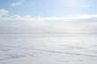Замерший залив с городом на горизонте