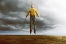 Mann Schwebt Und Löst Sich Auf