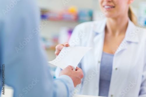 Fotografia  Customer giving prescription to pharmacist