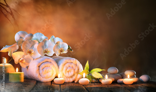 Akustikstoff - Spa - Couple Towels With Candles And Orchid For Natural Massage