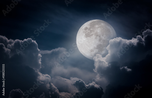 Photographie  Nighttime sky with clouds, bright full moon would make a great background