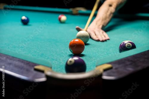 Fotografia, Obraz man playing billiard