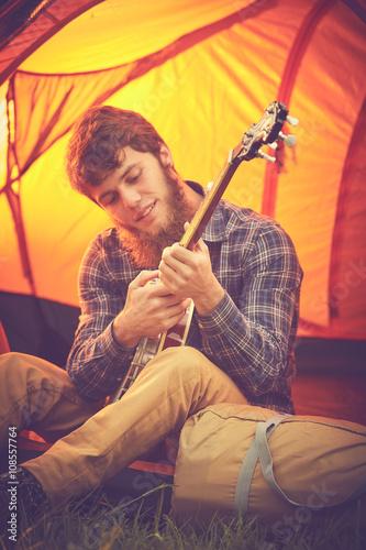 Spoed Foto op Canvas Muziekwinkel ragazzo suona banjo