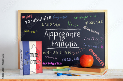 Fotografía  Blackboard with the message LEARN FRENCH and some text