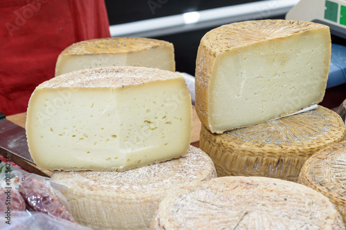Photo  Pecorino cheese of Sardinia / Pecorino cheese typical processing of Sardinia exposed for sale