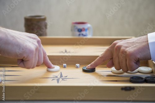 Fotografia Two men play backgammon