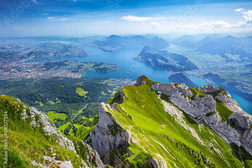 Photo Beautiful view to Lucerne lake (Vierwaldstattersee), mountain Rigi and Swiss Alp