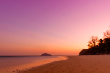 Background Of The Sunet At Bulone Island, Satun Province, Thaila