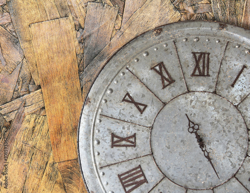 Poster Retro Wall clock old rusty grunge on wooden wall background, (with clipping path)