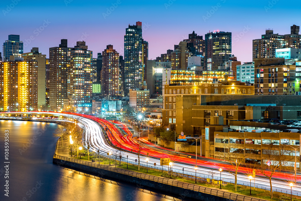 Fototapety, obrazy: East Harlem neighborhood skyline with rush hour traffic on FDR drive, at dusk, in Manhattan, New York City
