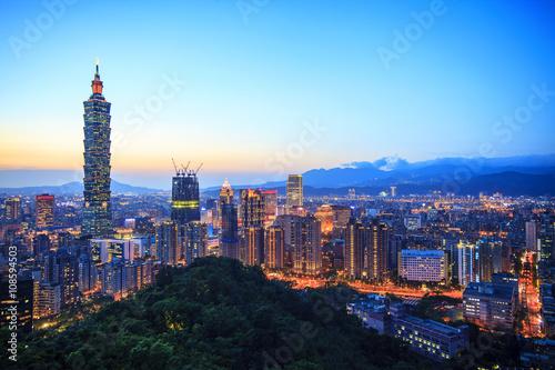 Photo  night of Taipei, Taiwan city skyline at twilight