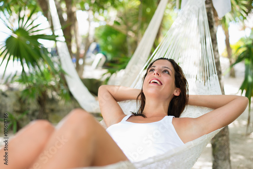 Photo  Happy woman relaxing lying on hammock during tropical summer vacation