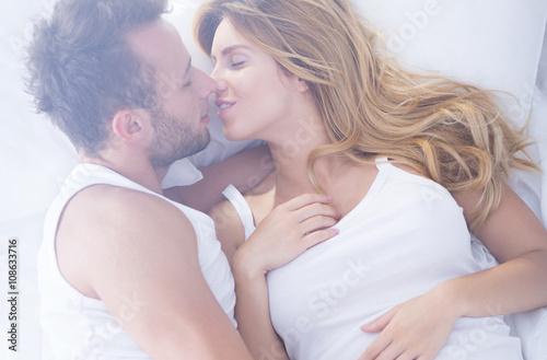Fotografie, Obraz  Couple kissing tenderly